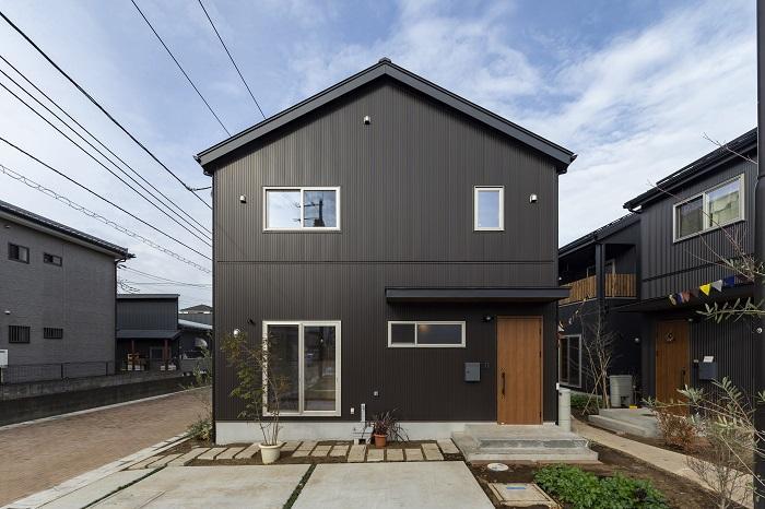 参考写真。素材とデザインにこだわって建てられる。屋根、外壁共にガルバリウム鋼板での仕上げが標準仕様