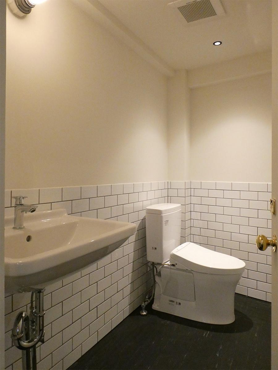トイレは2ヶ所ともこの仕様。シンプルながらいい雰囲気