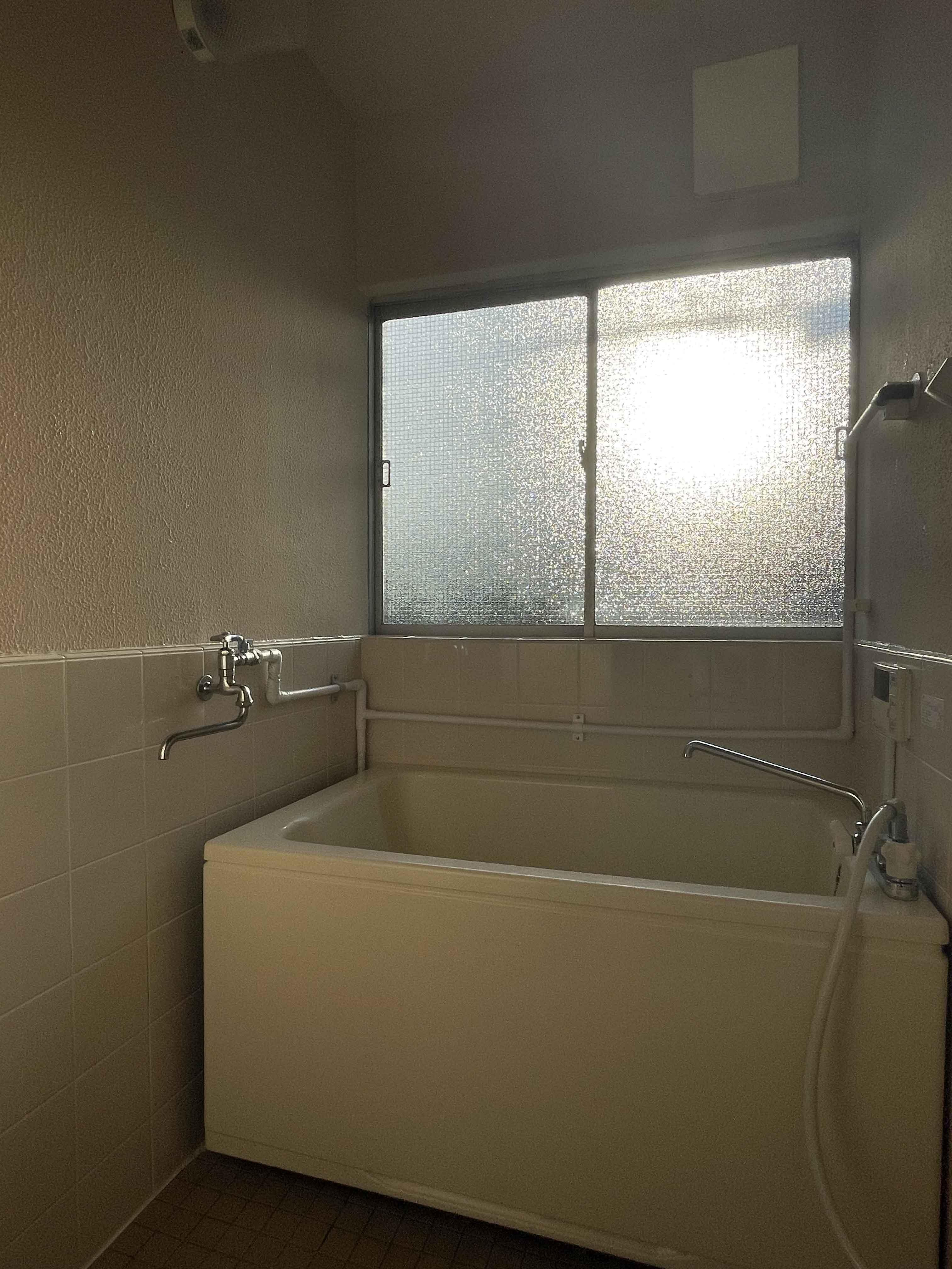 201号室:浴室。ここも明るい