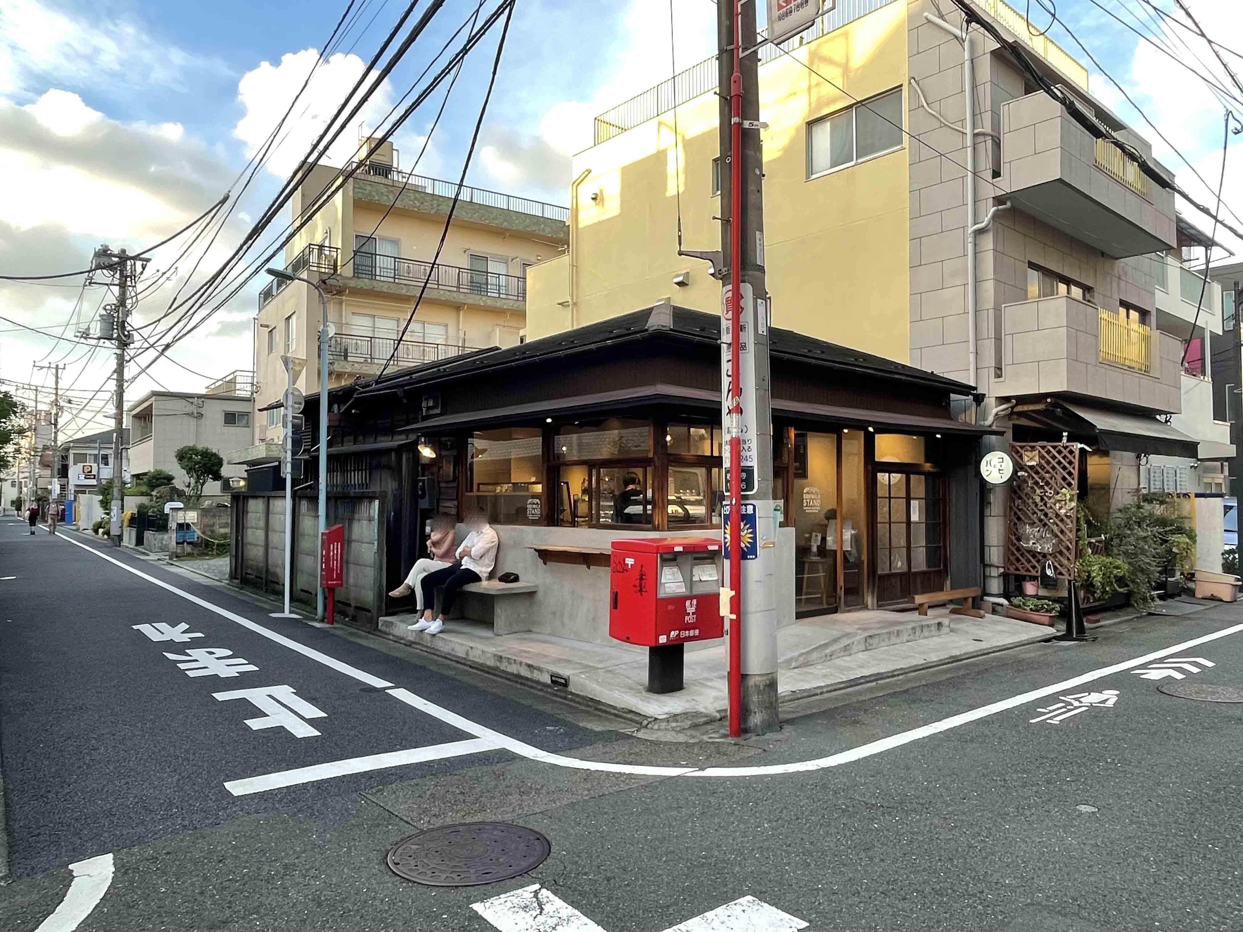 近くにはコーヒースタンドがあります