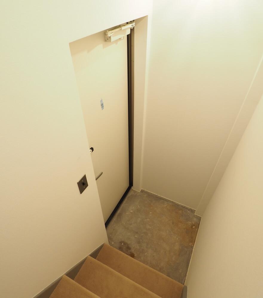 2階玄関部分です