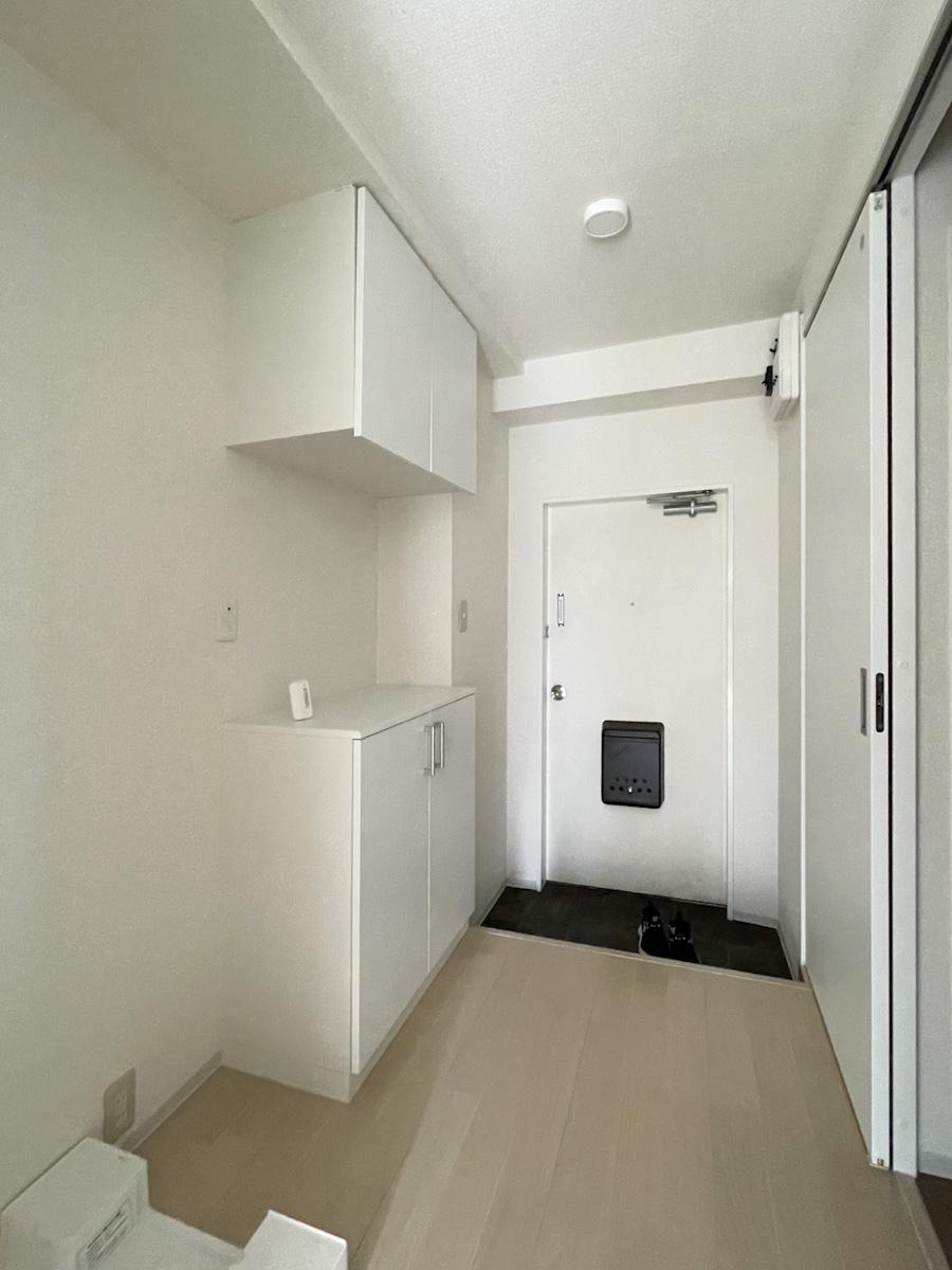 301号室:洗濯機置き場は廊下に設置されている