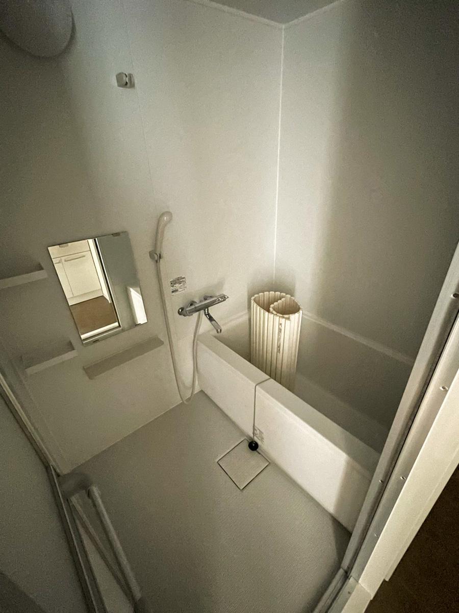 風呂はどちらの部屋も同じくらいのサイズ感