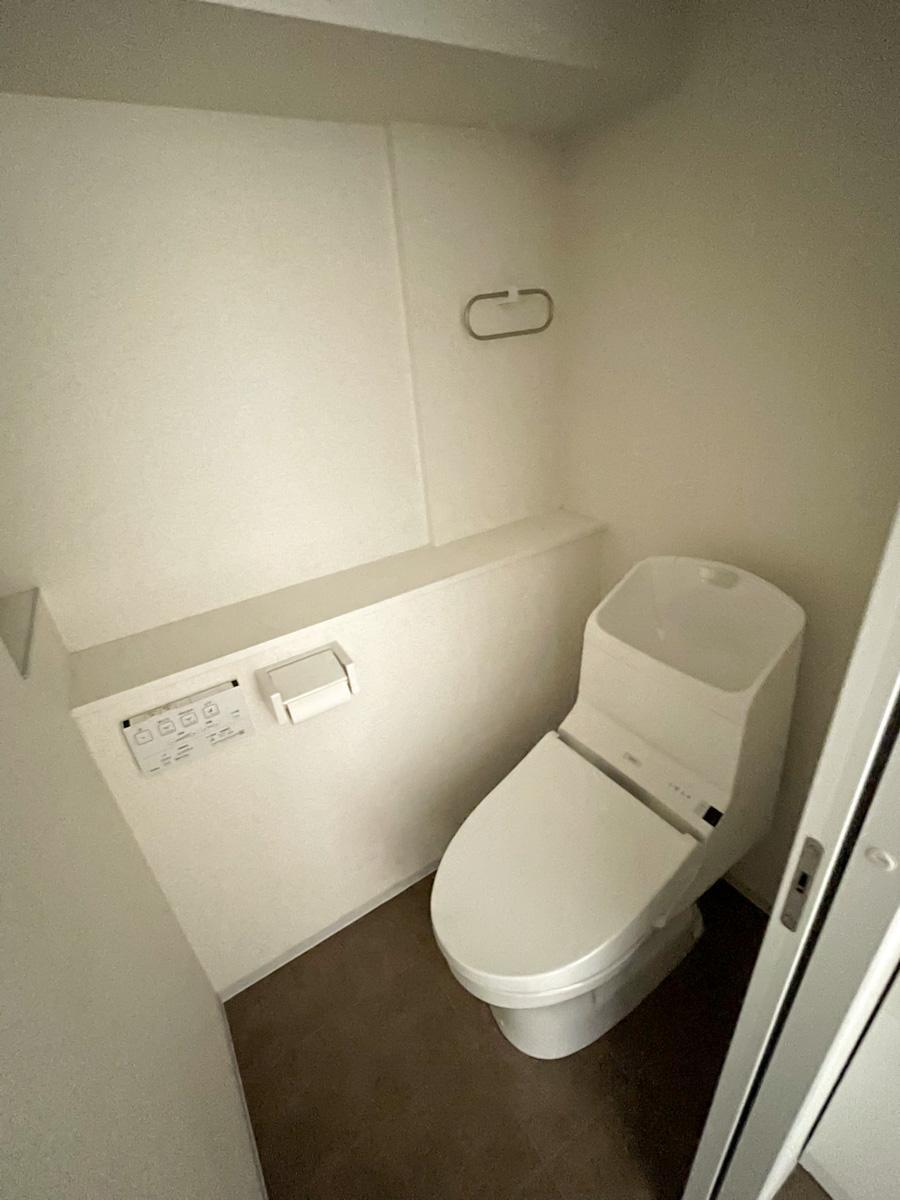 トイレはどちらの部屋もウォシュレット付き