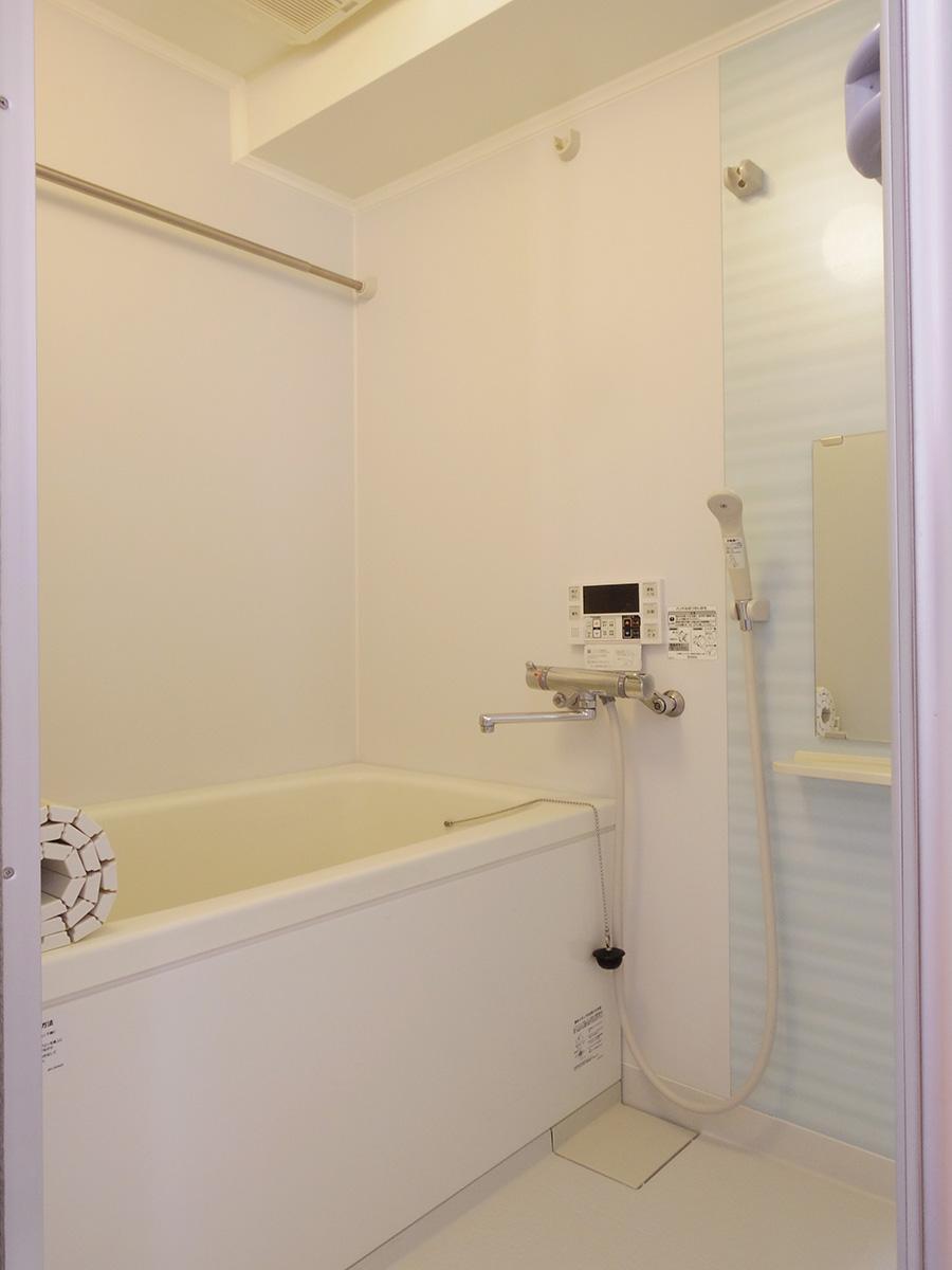 風呂は追いだき付き(写真は4階のもの)