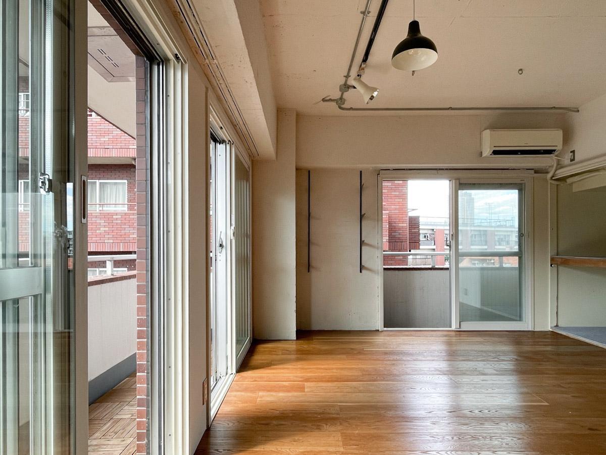 外苑西通りに面したマンションですが、今回の区画は通りと反対側で窓を開けていても静か