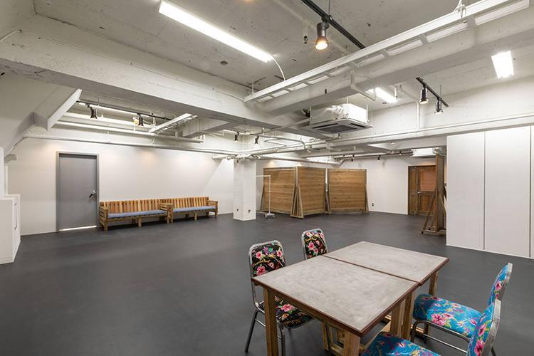 スタジオスペースの中は約100㎡ほどの広い空間になっています