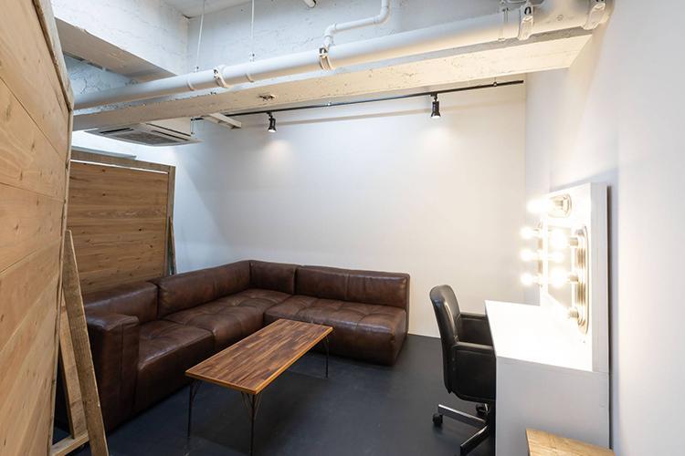 スタジオスペースの中には、控え室に程よい一角がつくられている