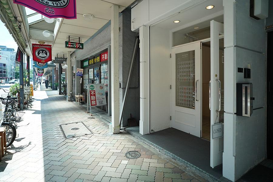 物件は清澄白河駅と森下駅の間にある「高橋夜店通り」という商店街にあります