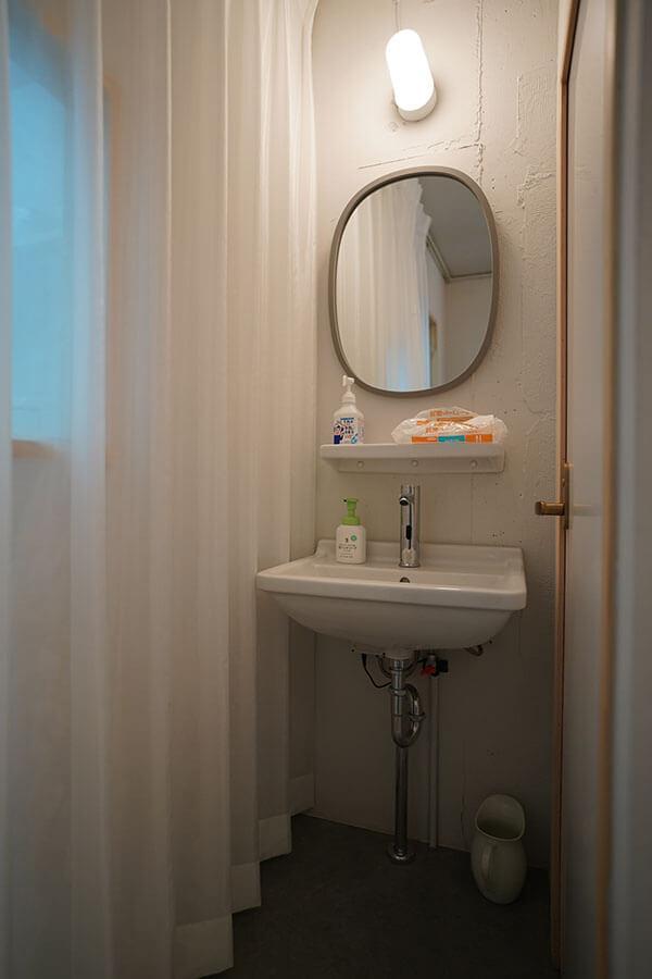 手洗い、トイレも清潔感あり