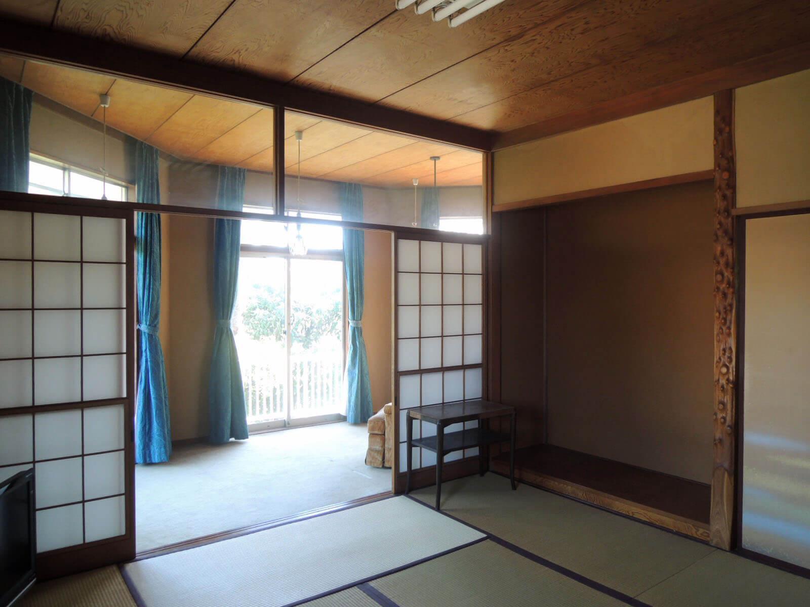 2階にも立派な床の間があり、庭側に洋室が続きます