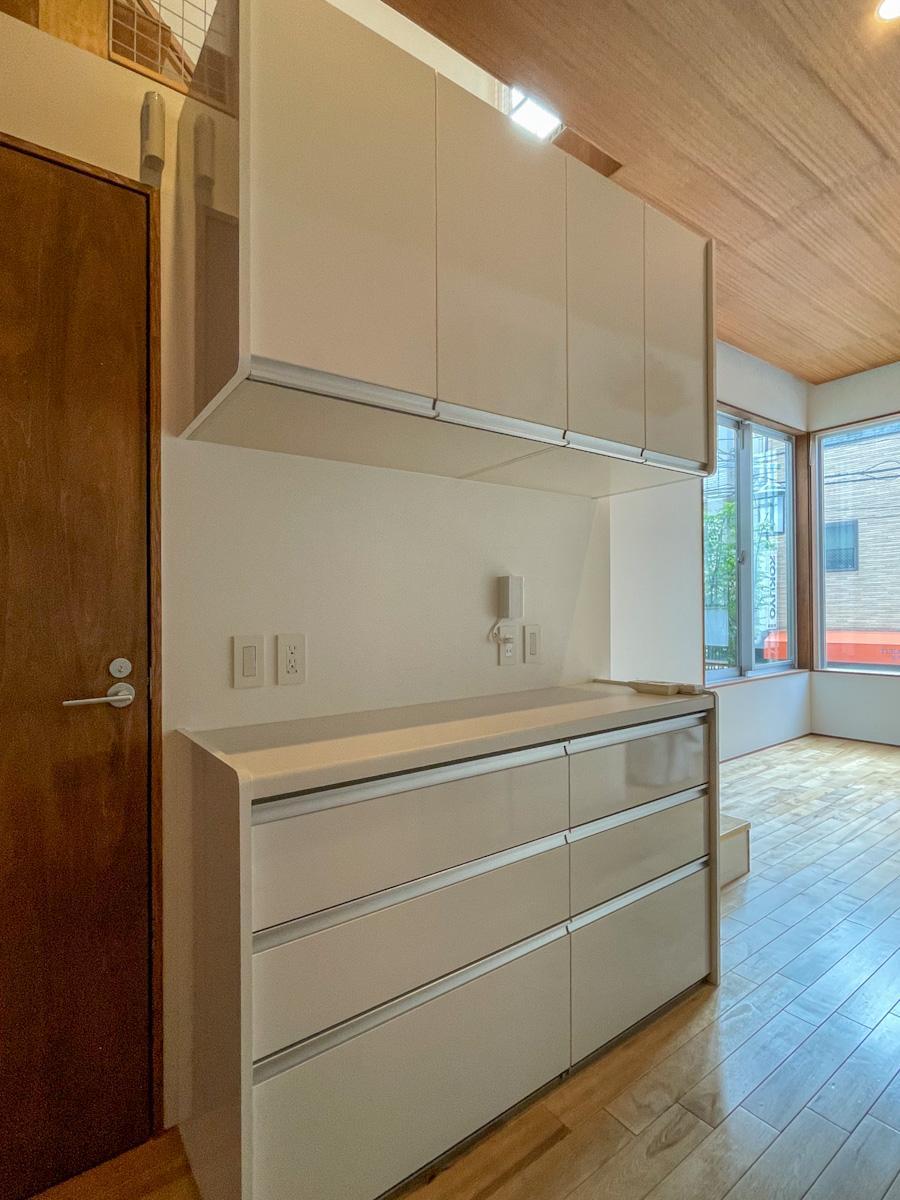 キッチン背面の収納