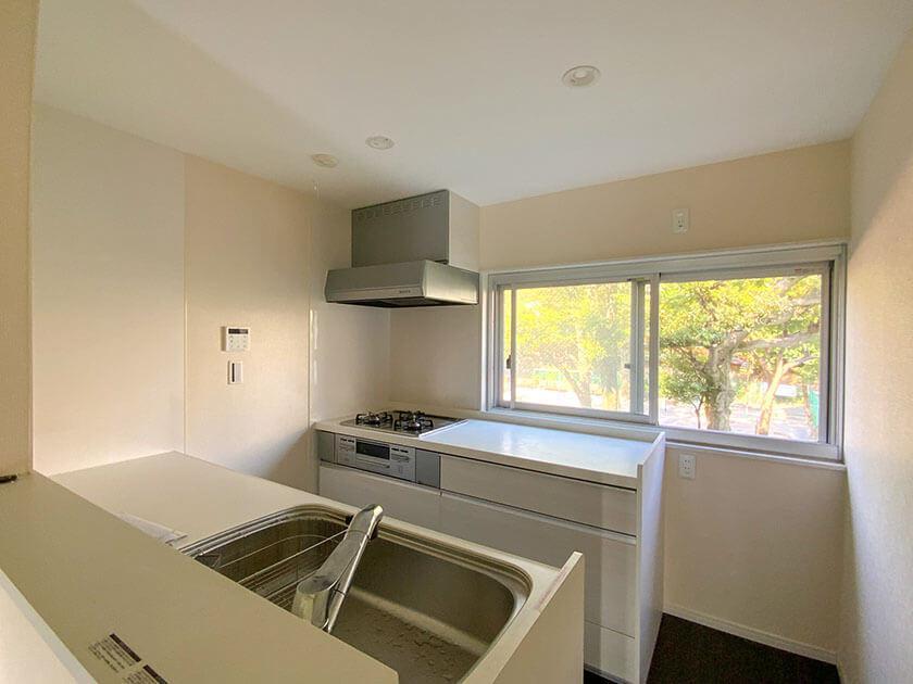 キッチン窓は公園VIEW