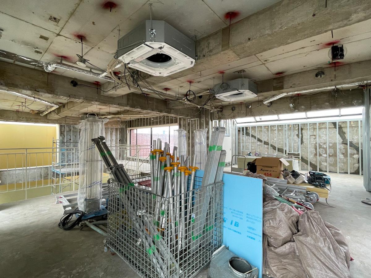 室内は原状回復の真っ只中。壁にボードを張る工事のみ貸主側でおこないます