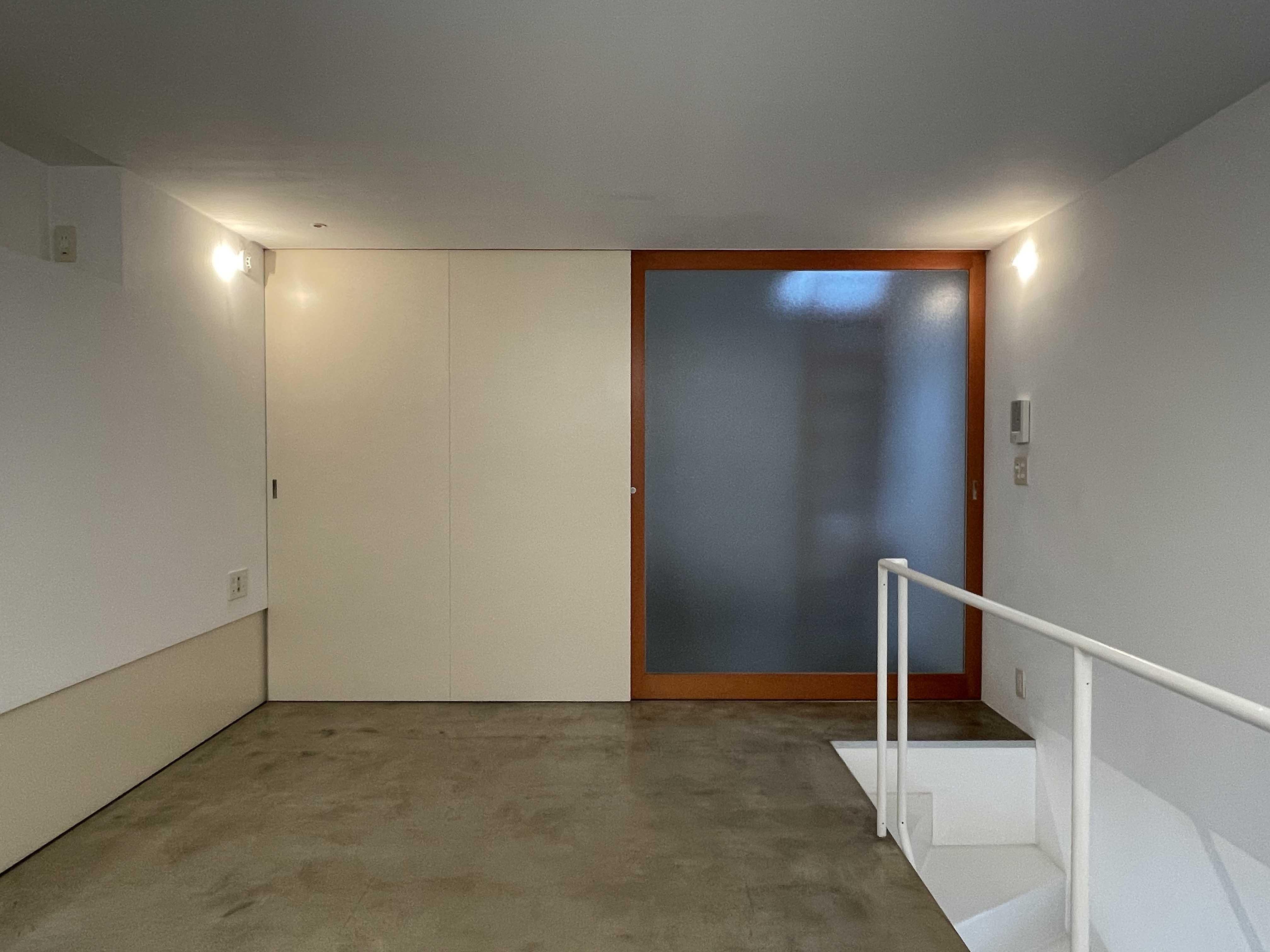 2階:寝室。左が収納、右がサニタリールームです