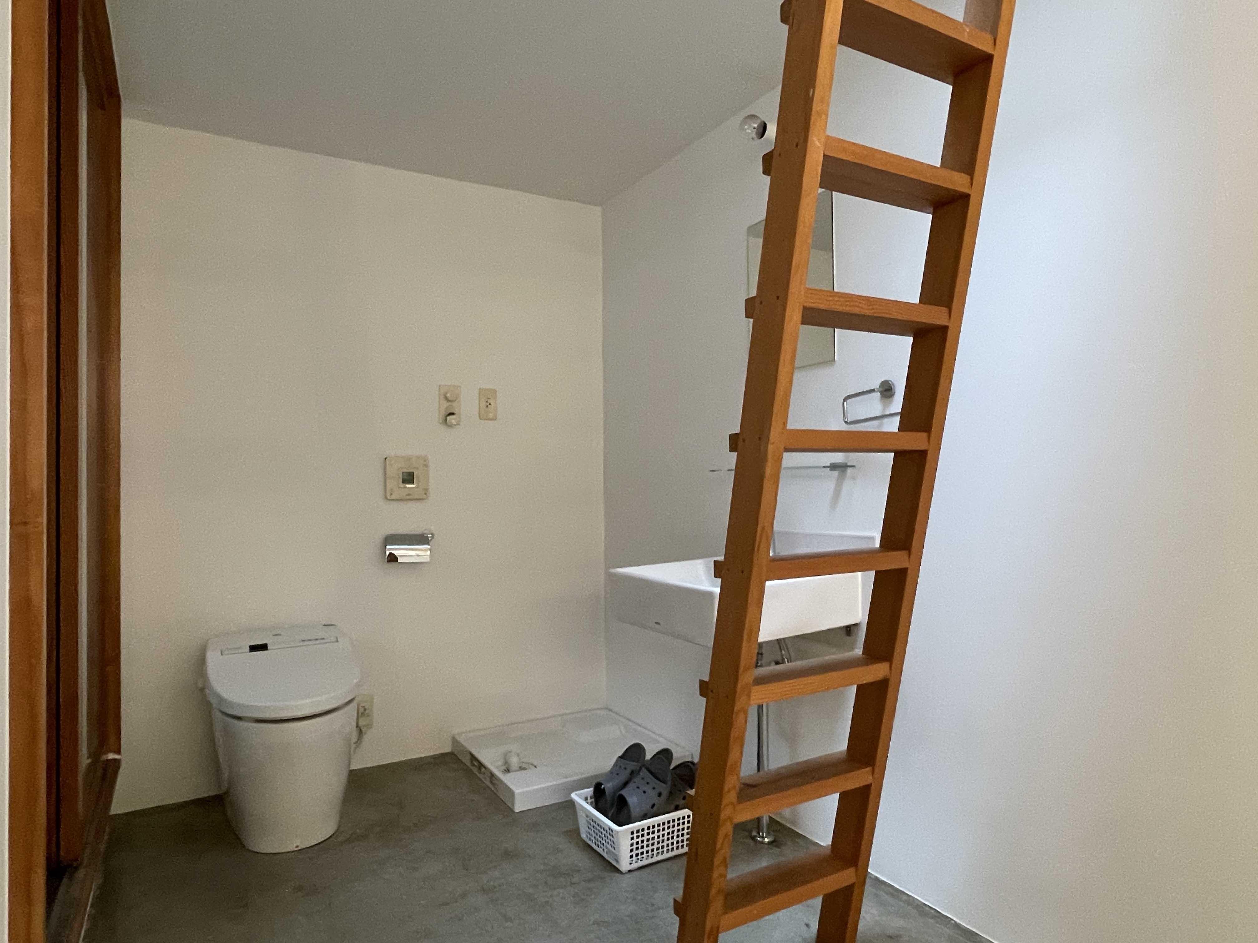 2階:サニタリールーム。トイレ・洗濯機置き場・洗面台