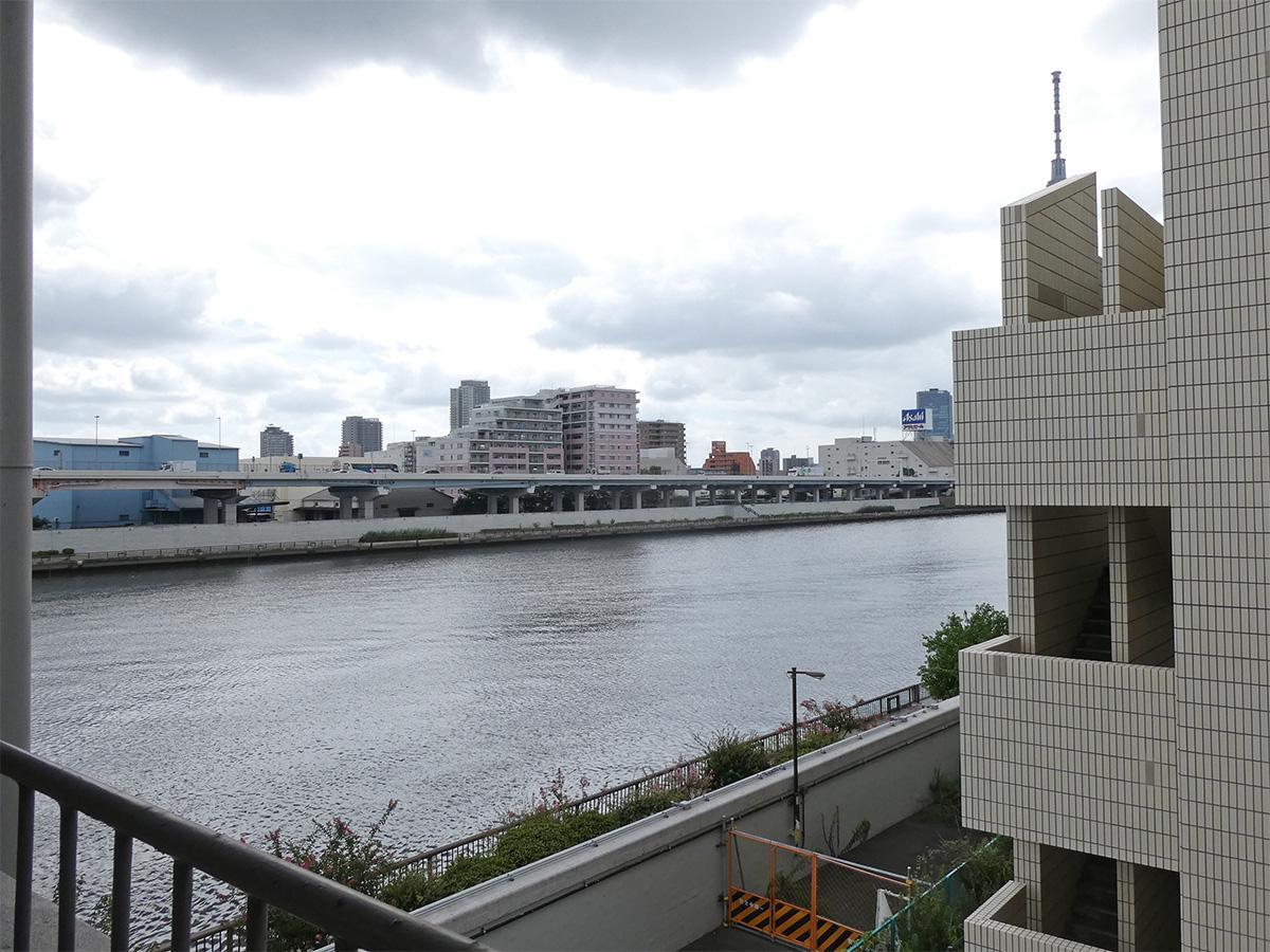 隅田川寄りの部屋はちらりとリバービュー