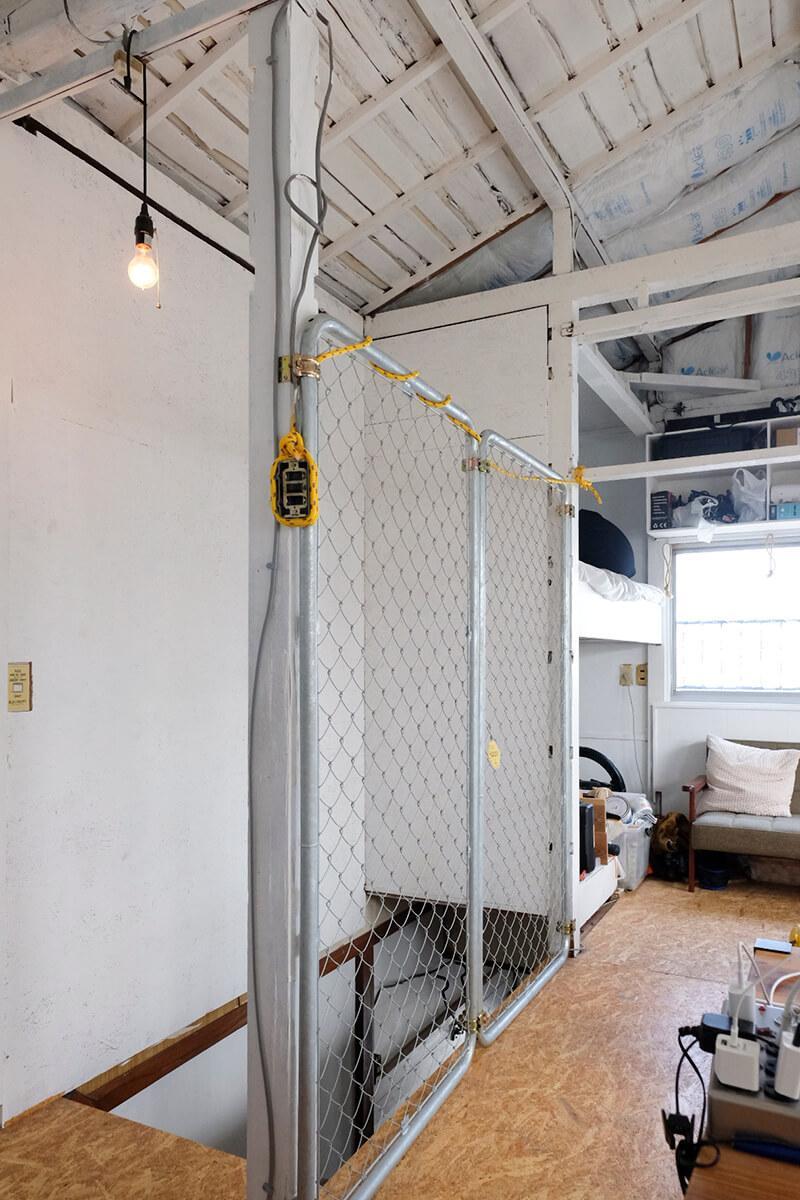2階:危ない箇所には、金網を設置