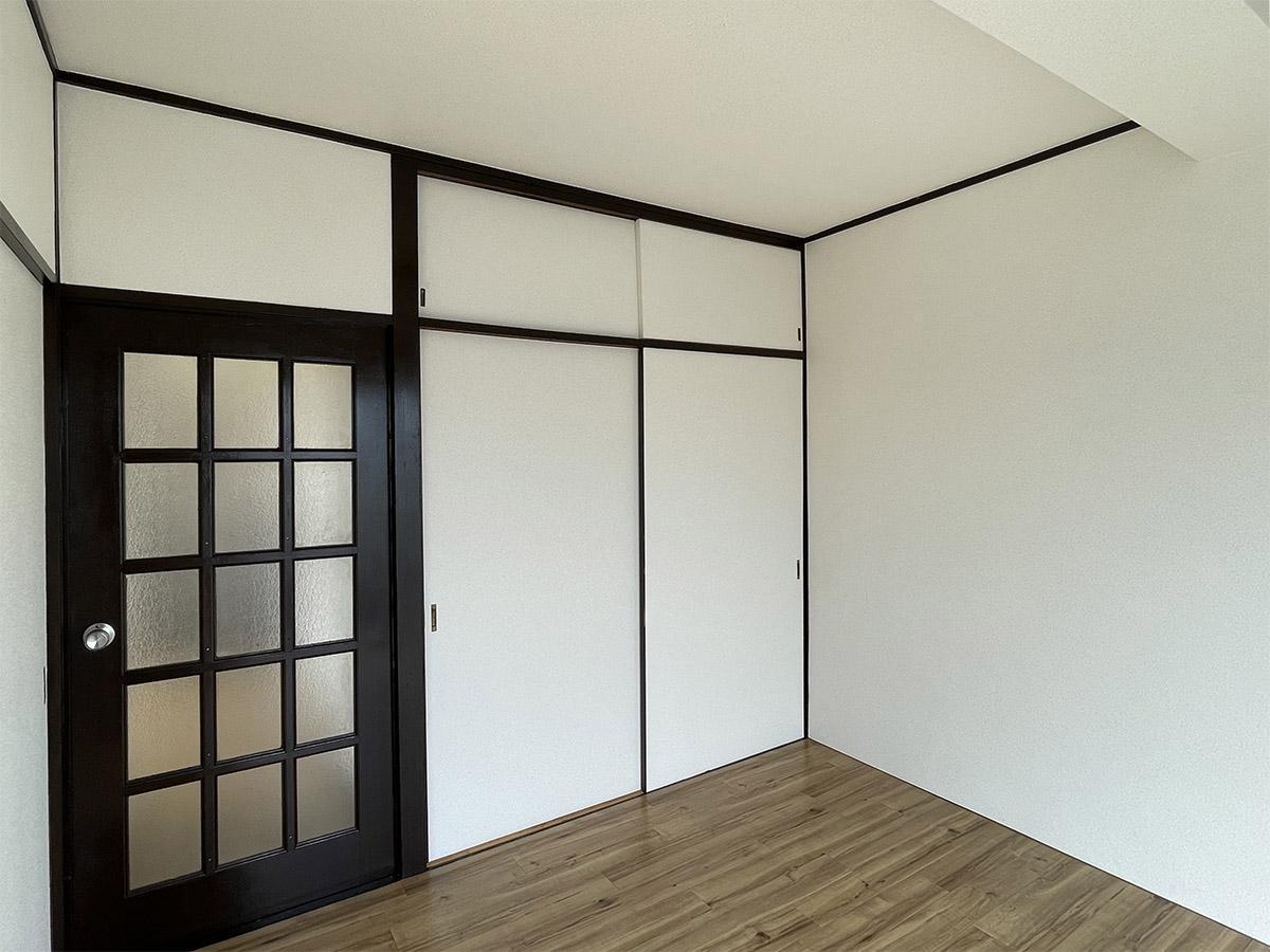 東側洋室。収納はこちらのみ