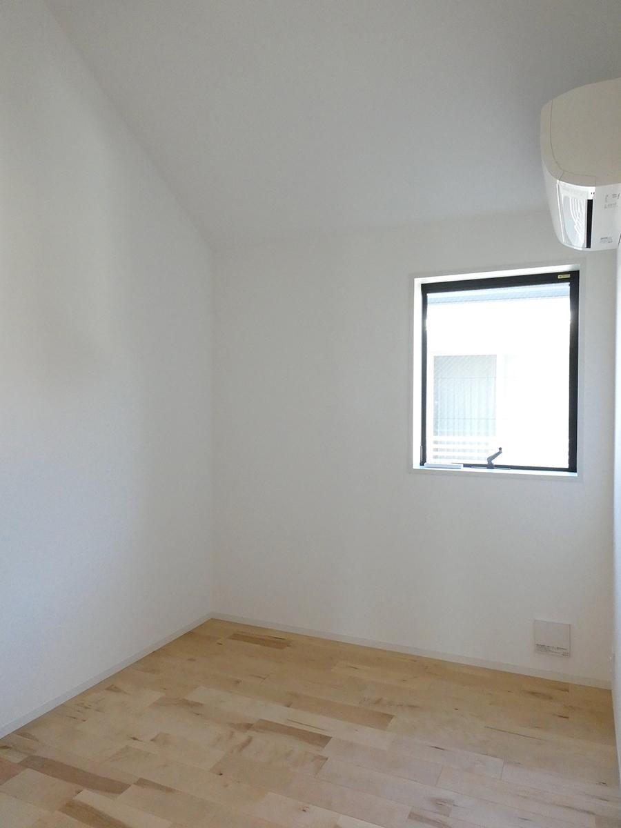 2階北側洋室(東):コンパクトですが、こちらもロフトつき