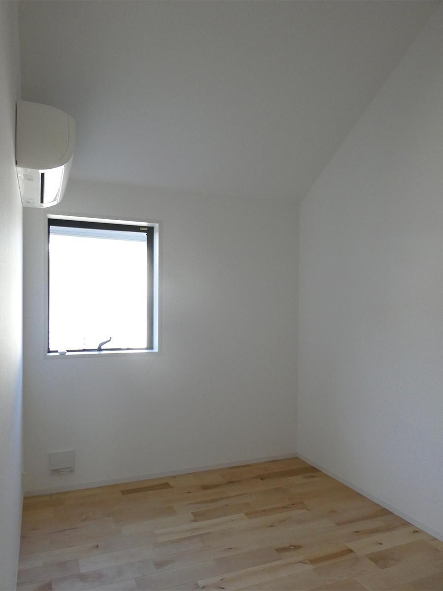 2階北側洋室(西):子供部屋や仕事部屋としてちょうど良い