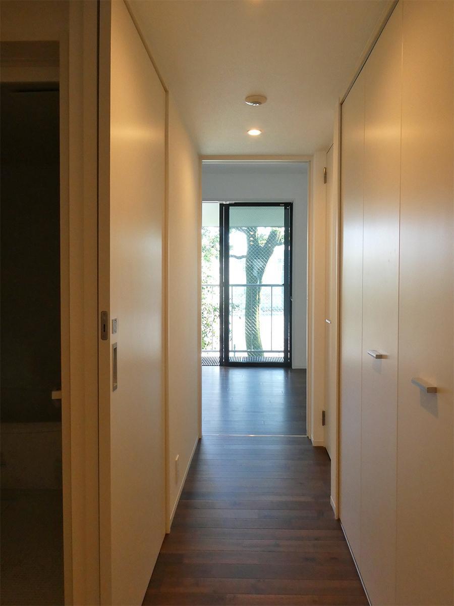 2階廊下:写真右手には収納