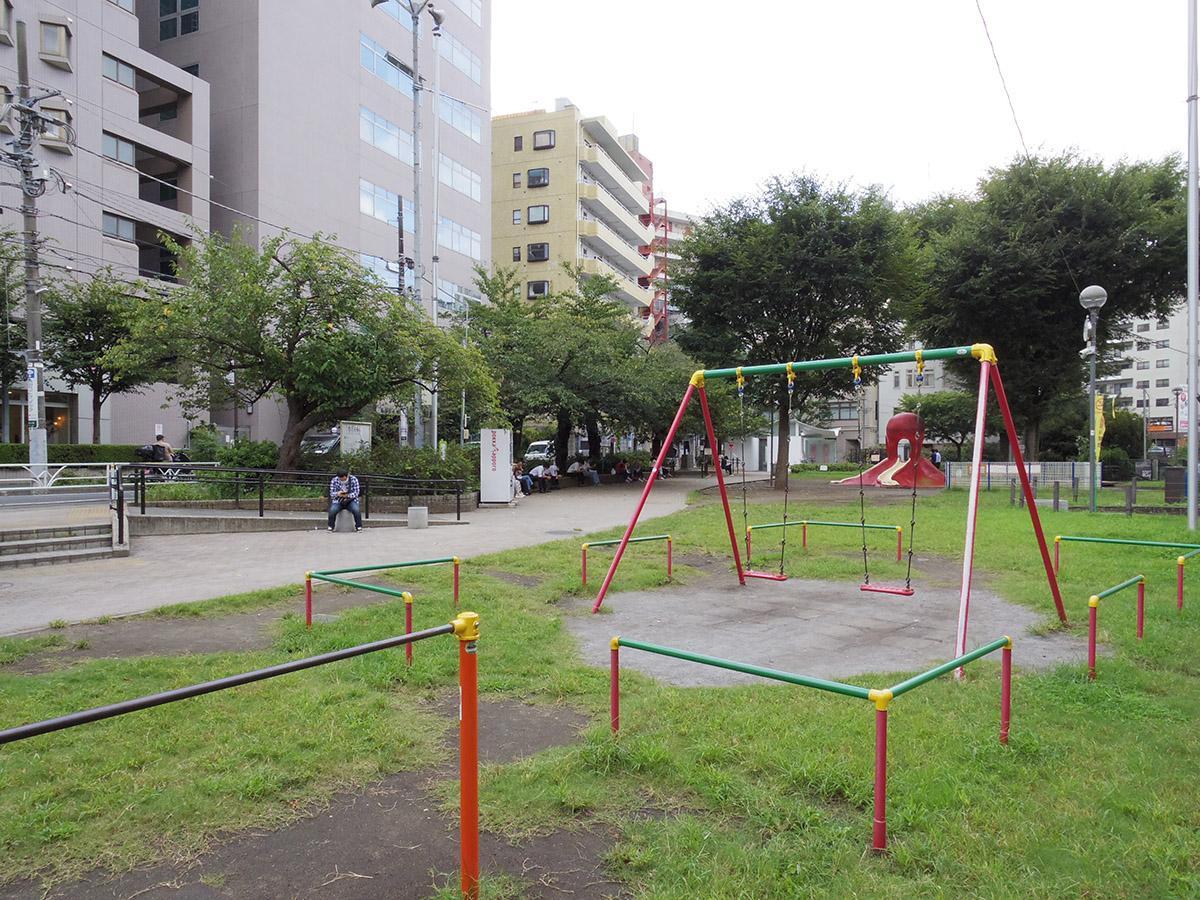 恵比寿のビル群に現れるエアポケットのような公園