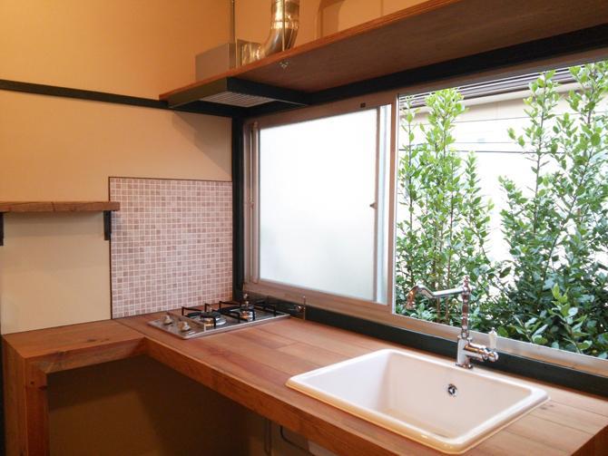 8号室オリーブ:可愛いキッチンは、広めのシンクで使いやすそう
