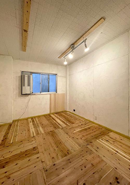 天井をあげてデッキプレートを剥き出しにしてもかっこいいです。壁にはウィンドファンが残っている