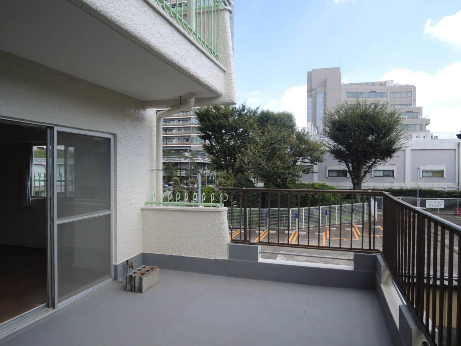 2階でも抜けのある眺望、日常使いがイメージしやすいバルコニーです