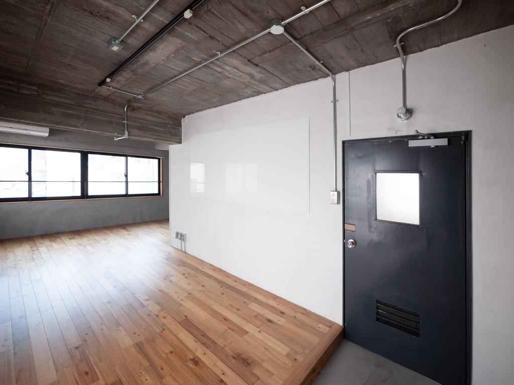 4階は壁面の一部にホワイトボード