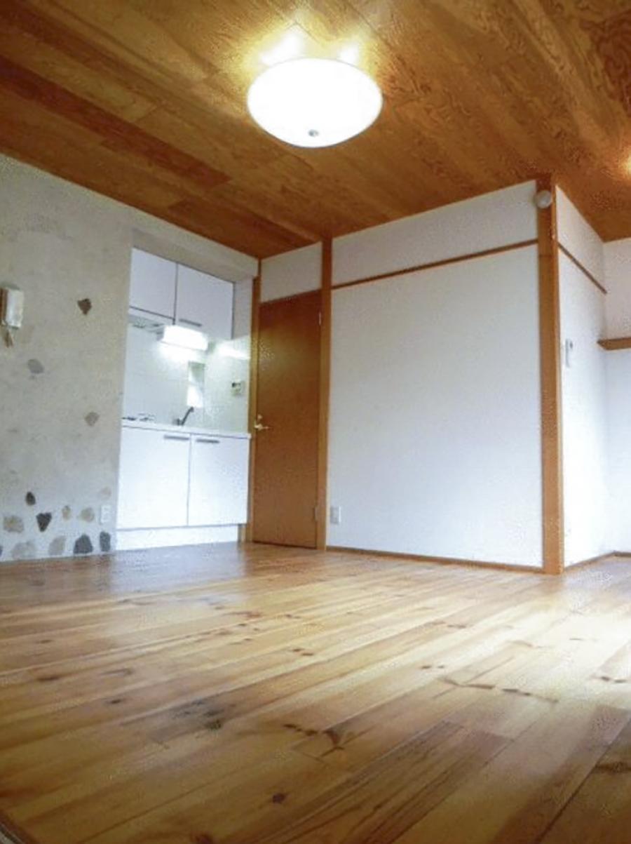 【今回の区画写真】土壁が室内の壁にも使われている(写真は前回募集時のもの)