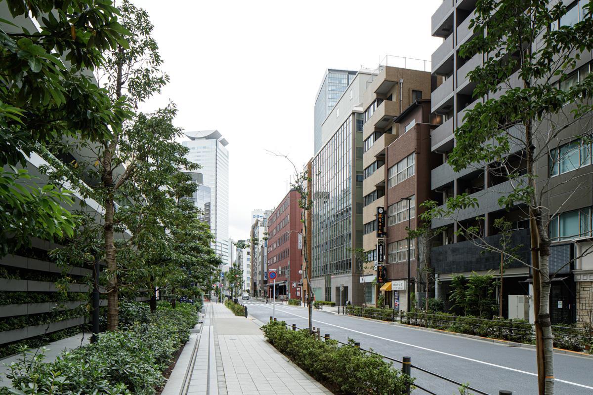 虎ノ門ヒルズの真向かいにある古ビルの最上階(写真©Akira Nakamura)