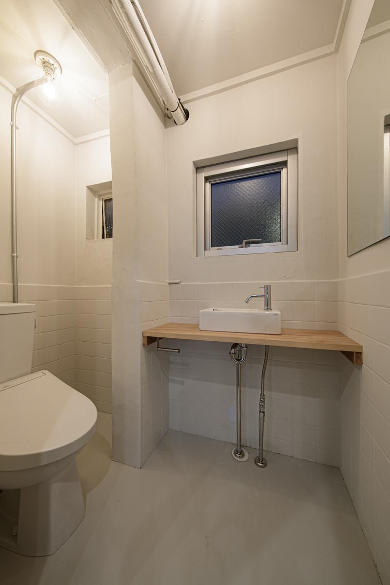 (2F)トイレ(写真©Akira Nakamura)