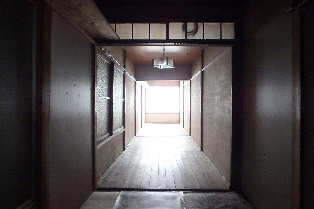 2階にも細長い空間があります
