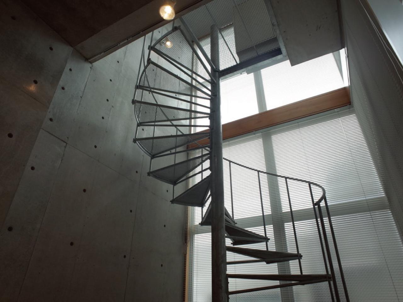 らせん階段の部分はとても開放的です