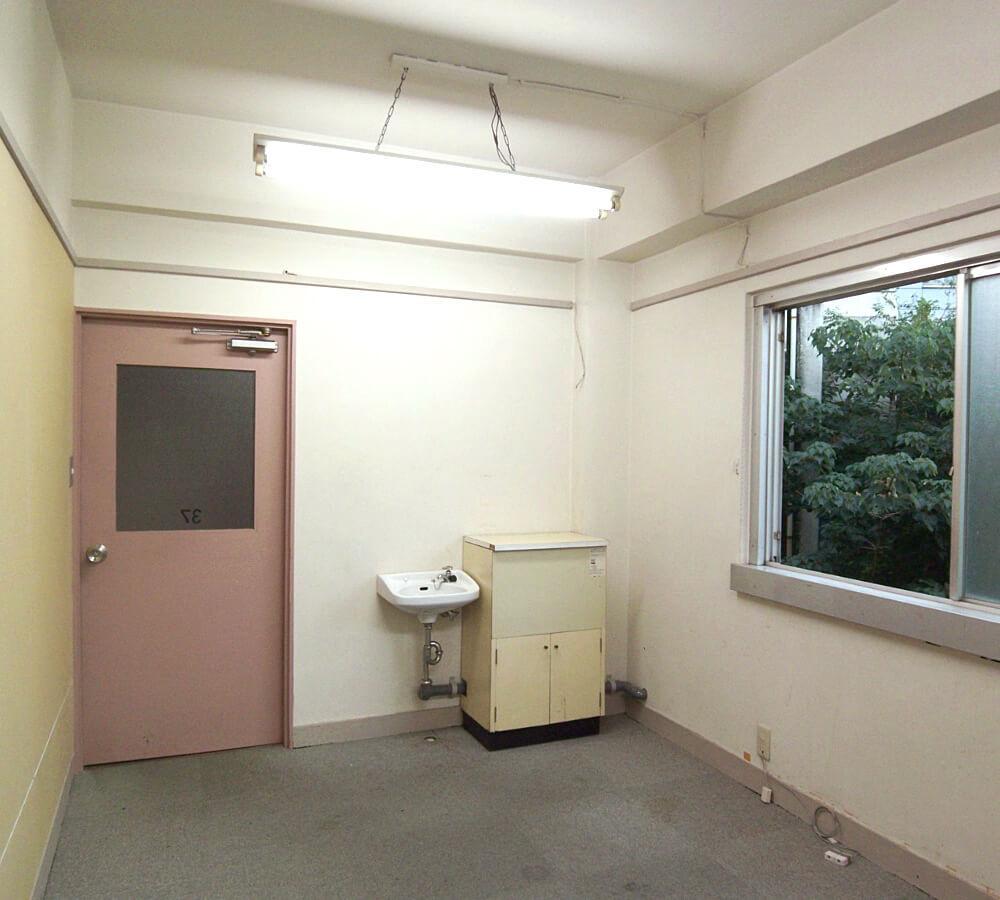 潔く洗面台のみ!ムダのない部屋。