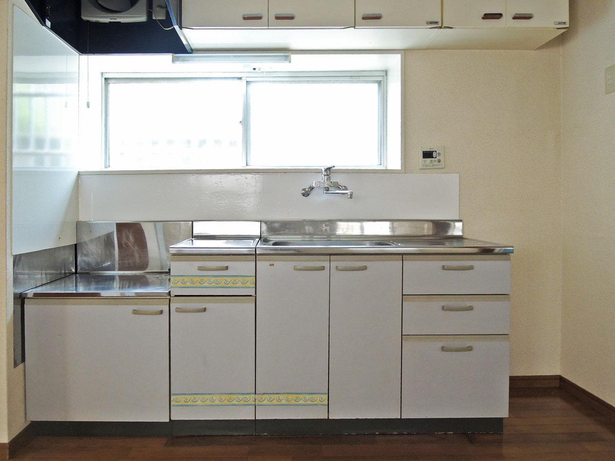 キッチンは新し目できれい。ガスコンロを持ち込んで