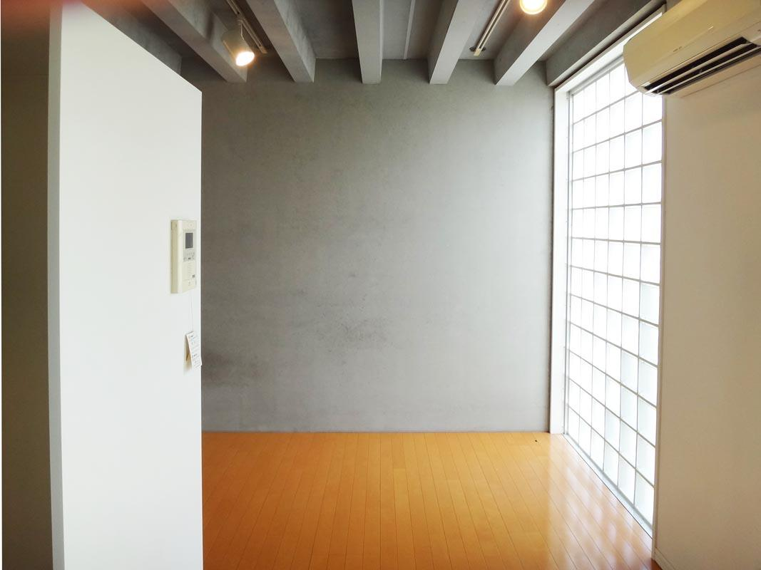 RC・ガラスブロック・壁の白、バランス良いです。