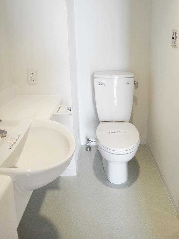 洗面・トイレは同じ空間です。