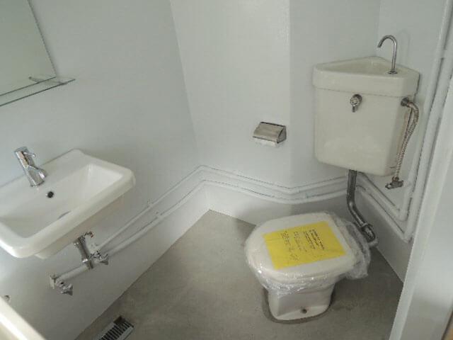 バストイレ洗面は同室、レトロでも清潔感はありますよ