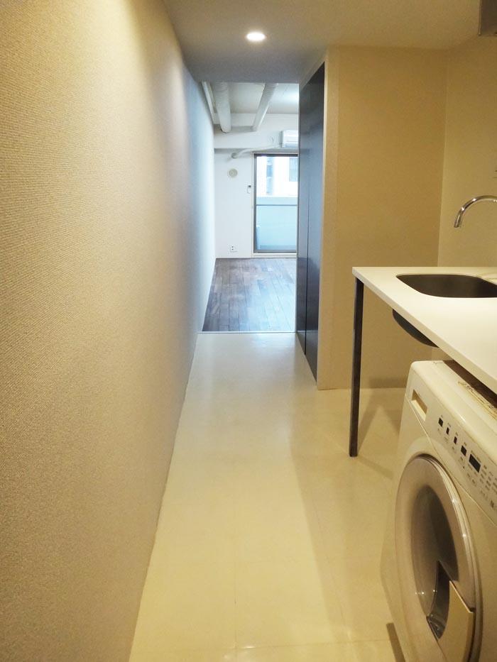 キッチン・洗濯機は廊下にあります。