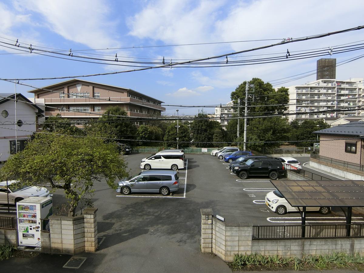 2階:窓の外は駐車場のため抜け感もあります