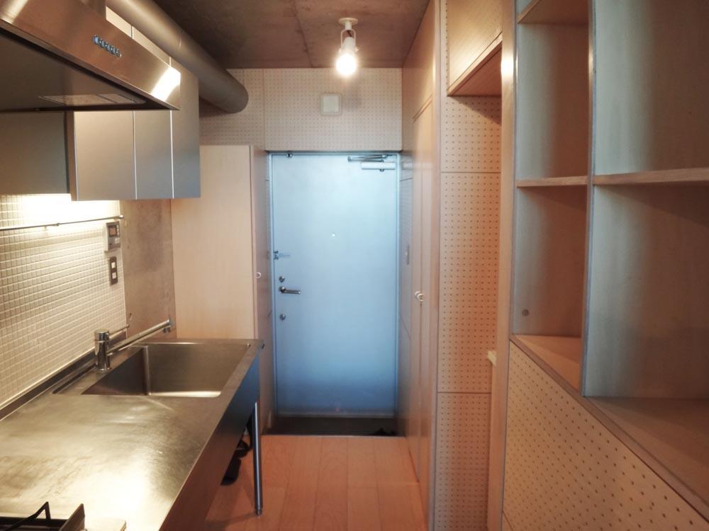 キッチンはスタイリッシュ、かつ収納もたっぷり