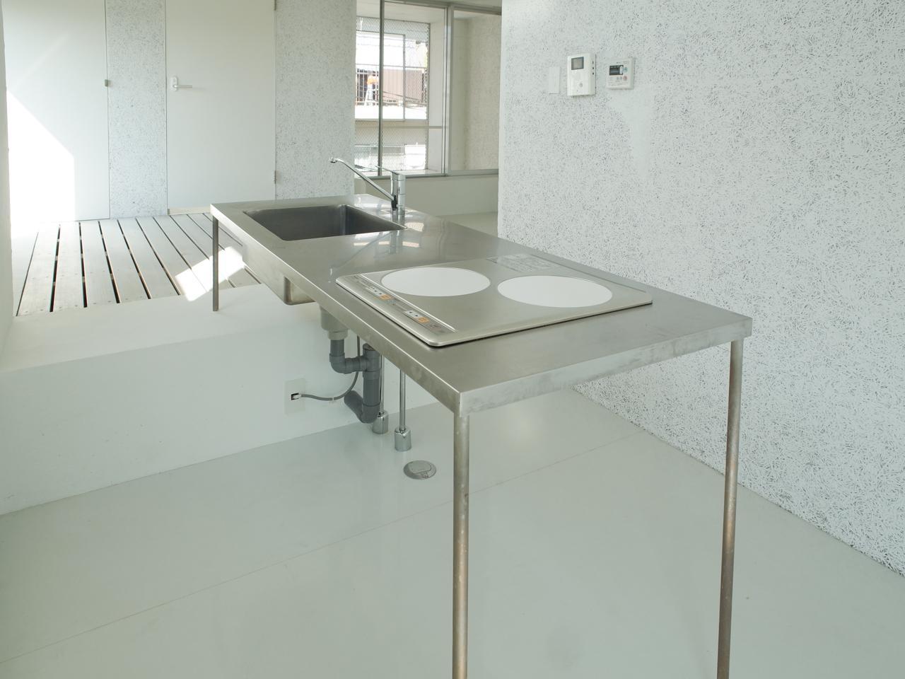 キッチンは空間の一部にとけ込んでいます