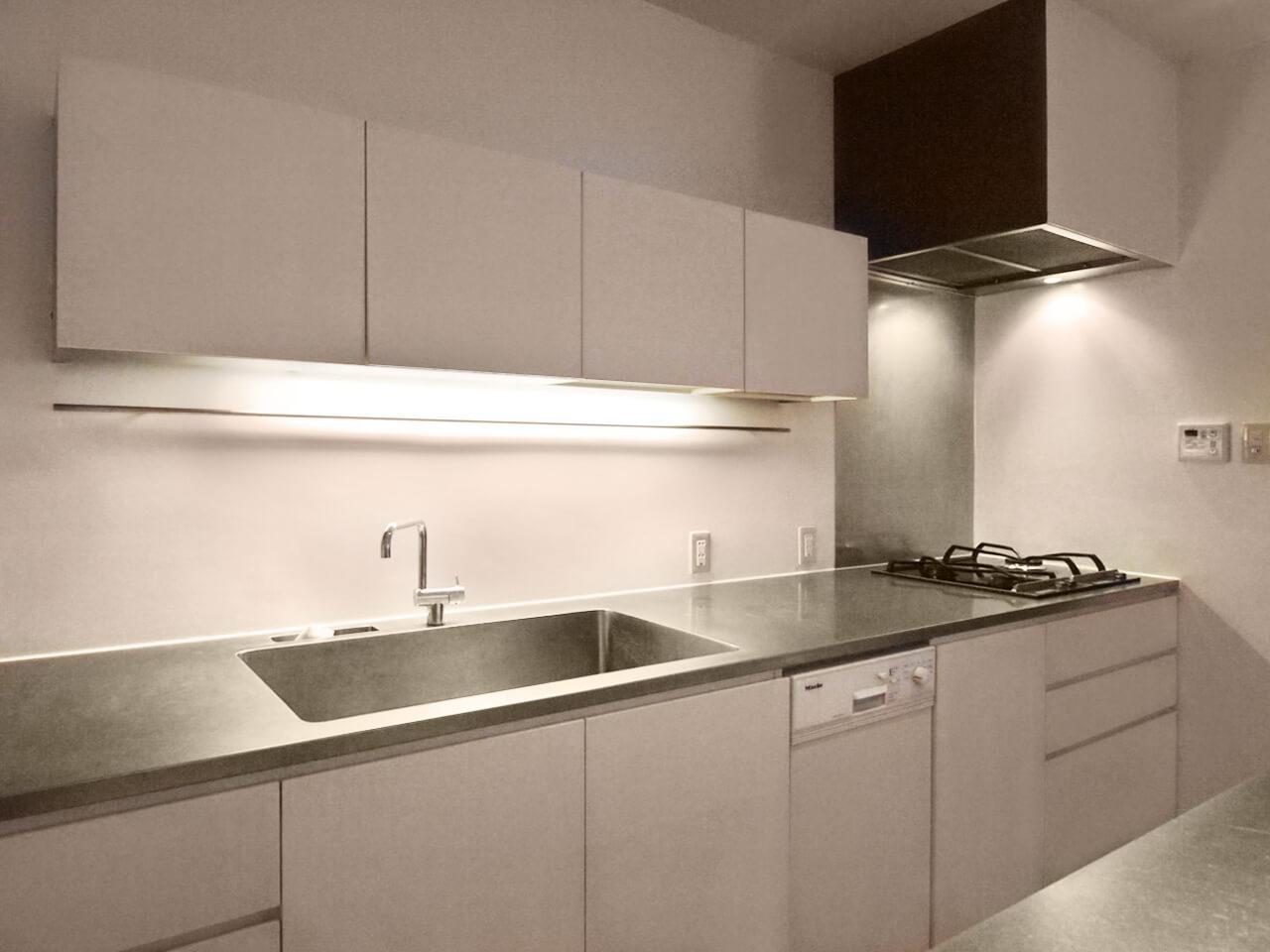 キッチン。食洗機付き。若干の使用感はあります