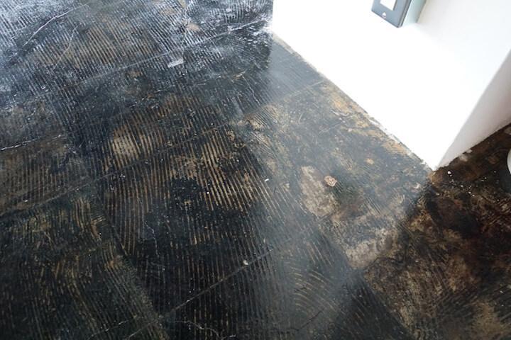 床は艶やかな仕上り