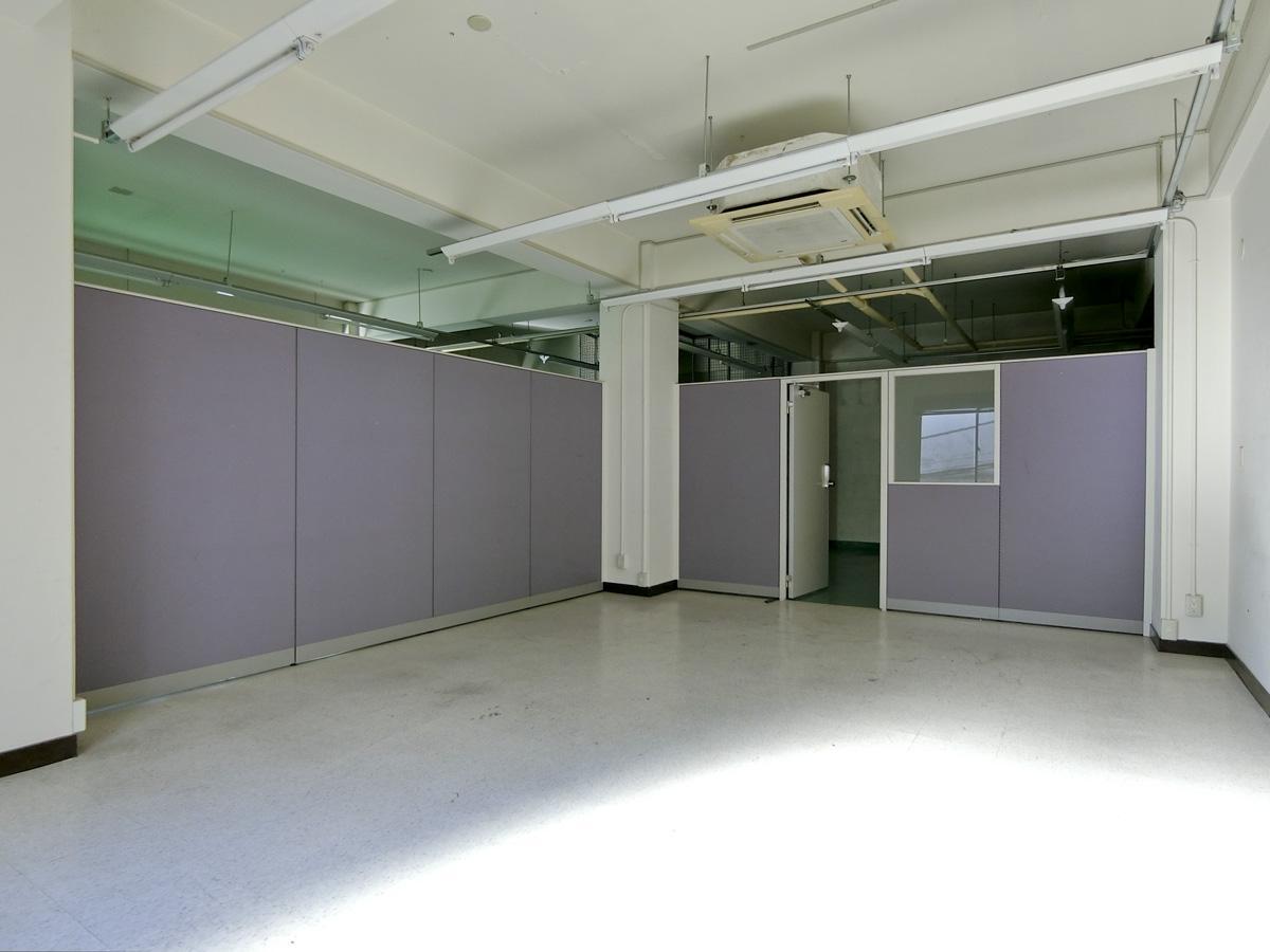 2階:入ってすぐに間仕切り壁があります