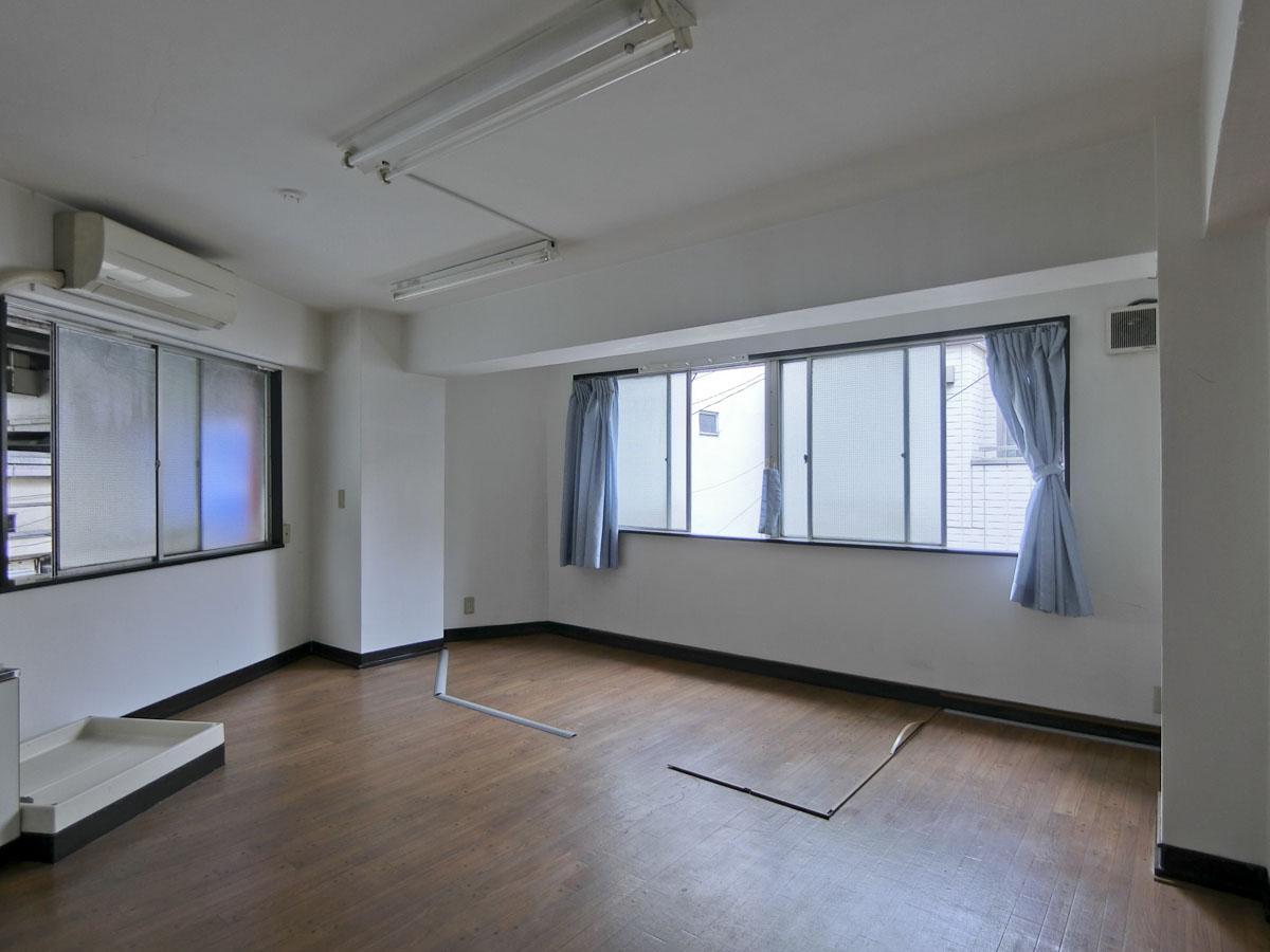 2階:窓はすべてすりガラス