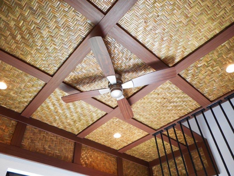 天井の仕上げやシーリングファン、雰囲気良いです